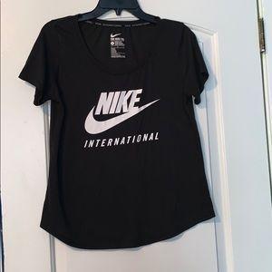 Nike short sleeve top